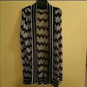 BCBGMaxazria Cable knit sweater. LIKE NEW COND.